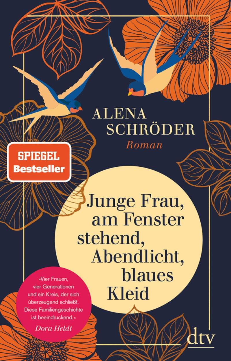 Alena Schröder, Junge Frau, am Fenster stehend, Abendlicht, blaues Kleid